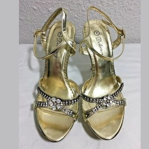 DELICACY GOLD SHOES SIZE 7